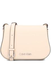 e0ecac51cd83c Torebka Calvin Klein Slide Saddle Bag - Torebka Damska - K60K605065 064 -  Mivo.pl