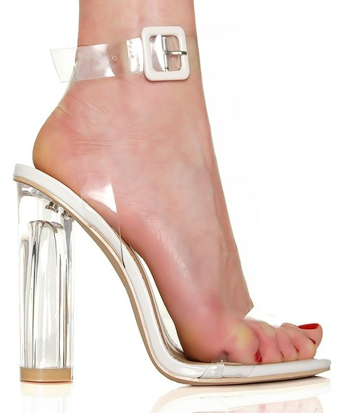 przezroczyste sandały