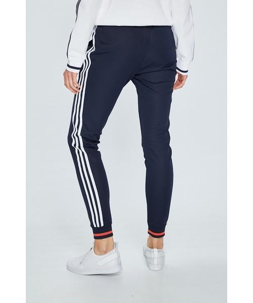 ADIDAS SPODNIE AI SST PANT MONTHLY PACKS DH2978 | kolor GRANATOWY | Damskie Spodnie | Odzież w ✪ Sklep Sizeer ✪