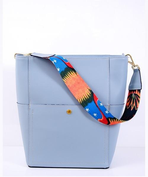 18ca260d6cfbb torebka skórzana VERA BAGS Torebka skórzana z kolorowym paskiem VP 200417 Light  blue